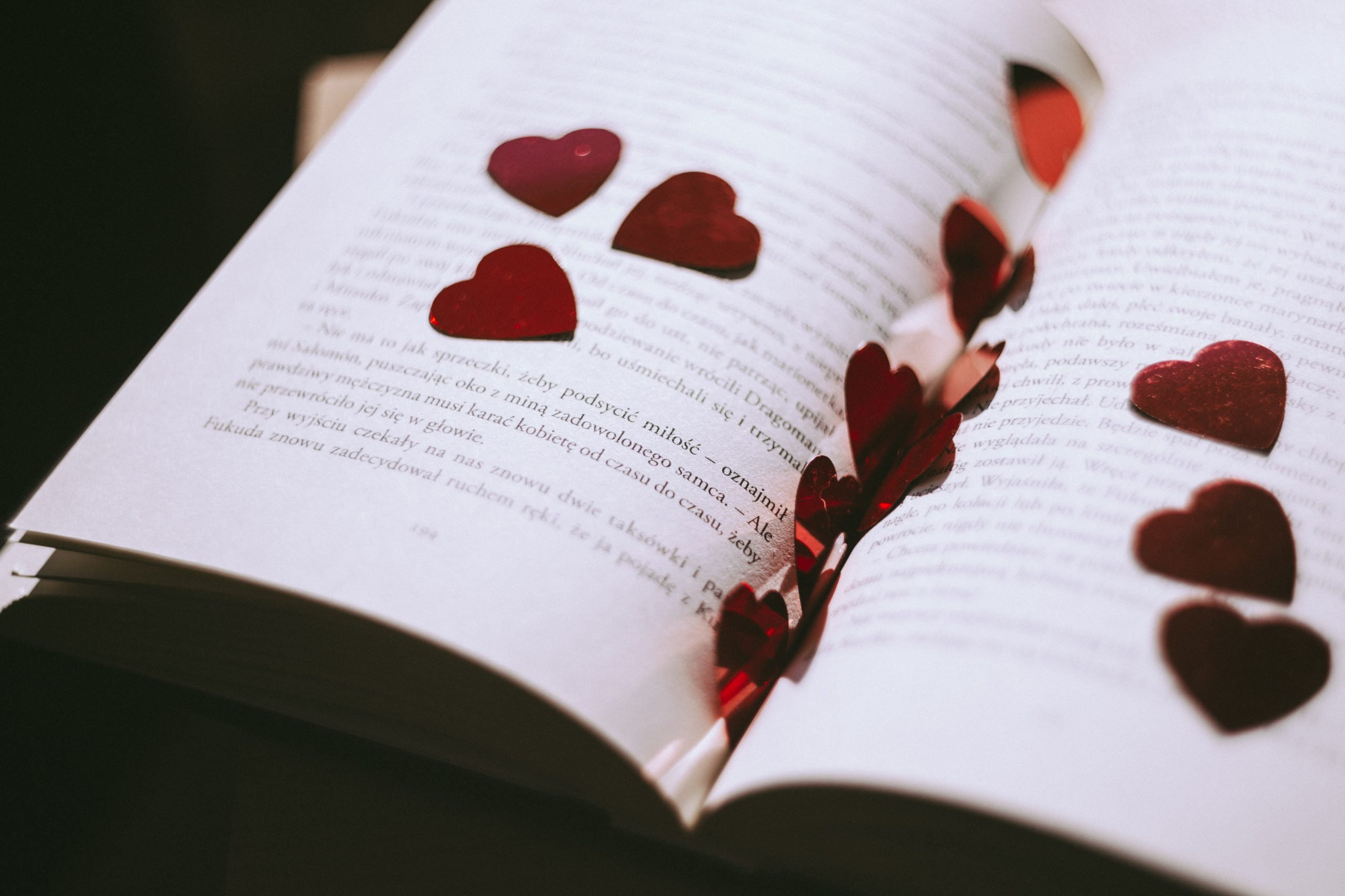 Writing love? 6 ways to make your romance convincing!